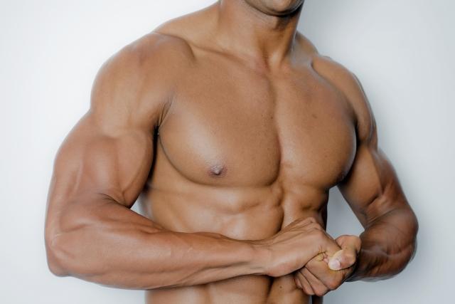 最短で大胸筋を鍛えて分厚い胸板を手に入れる筋トレメニュー