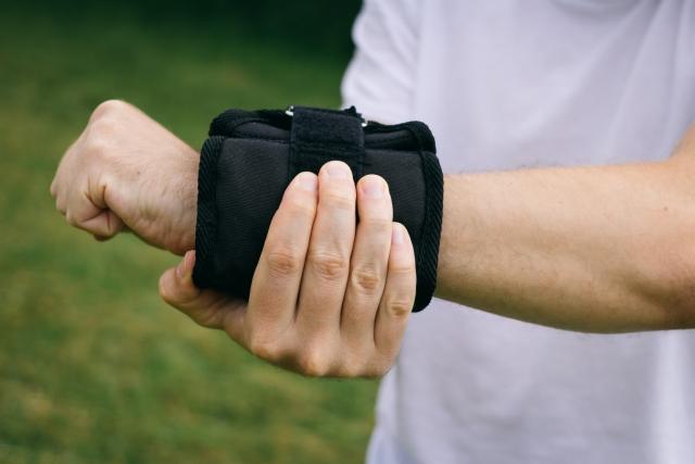 筋トレで広背筋が効かない時は筋トレグッズを活用